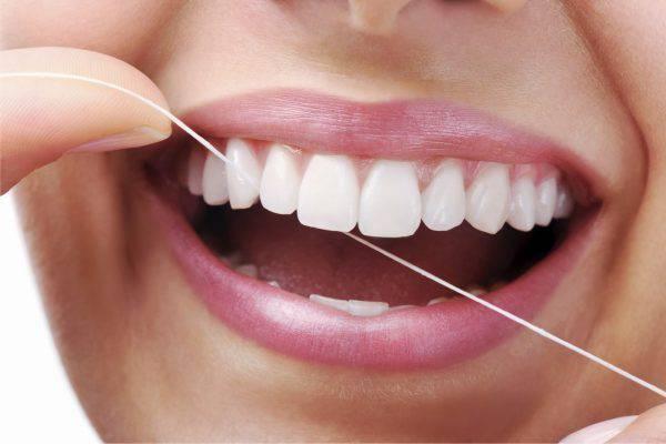 Qual o momento correto de usar o fio dental?